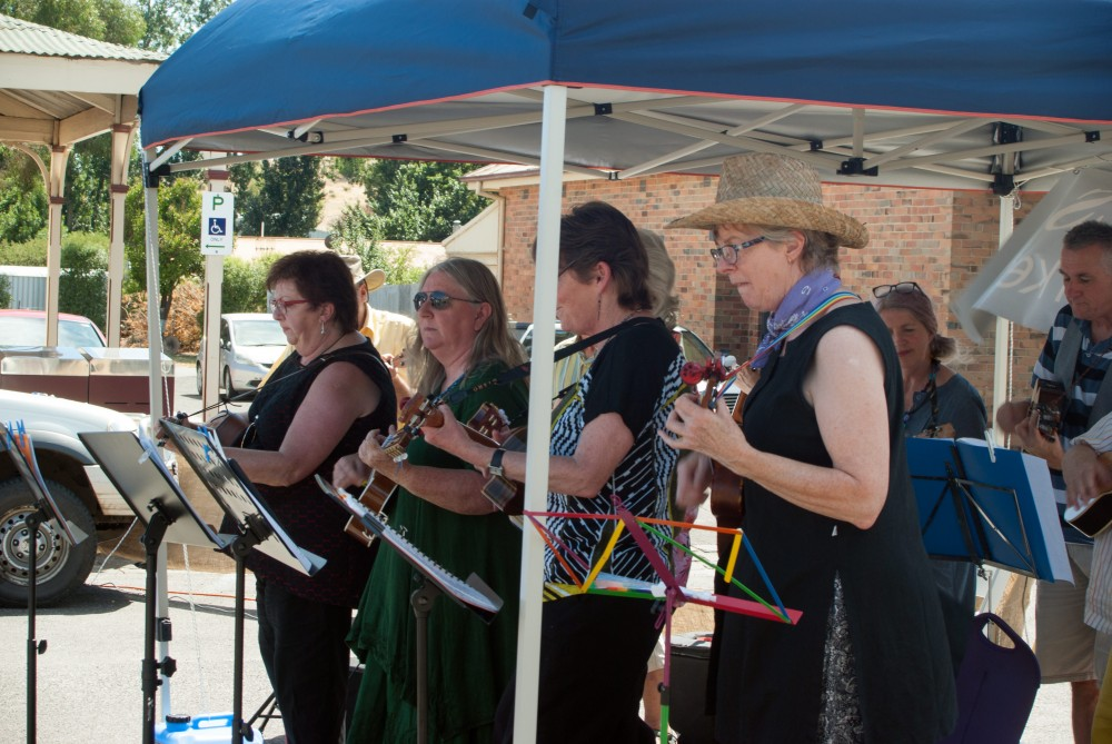 Ballarat Ukelele Group performing at Clunes Farmers' Market
